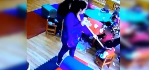 Educadora denunciada por maltrato infantil.