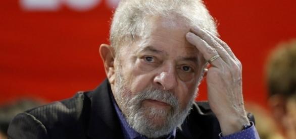 Ex-presidente da República quer se candidatar novamente.