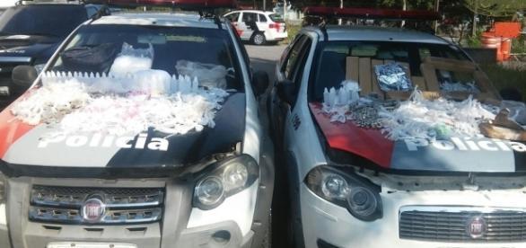 PM encontrou grande quantidade de drogas e prendeu dois traficantes na zona Sul de São Paulo nesta segunda-feira (10) - foto: Divulgação /PMESP