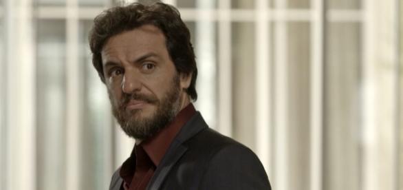 Em 'A Força Do Querer', Caio fica chateado ao saber segredo da ex-noiva Bibi
