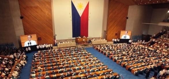 Philippine Congress / By Robert Viñas (Presidential Communications Operations Office, Office of the President), Public Domain