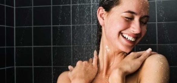 Ecco i 10 consigli che miglioreranno il nostro modo di fare la doccia - leggo.it