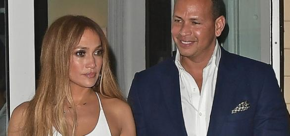 Jennifer Lopez's Twins Cuddle with Alex Rodriguez - Image via Instagram Jennifer Lopez (@jlo)