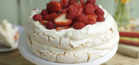 Meringue cake / Screenshot via YouTube