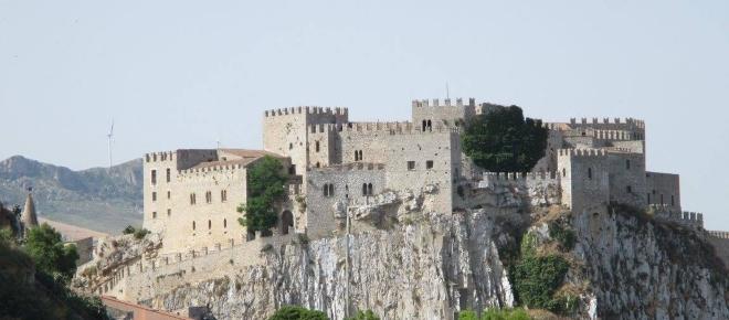 Caccamo, il castello medievale più grande della Sicilia è aperto tutti giorni
