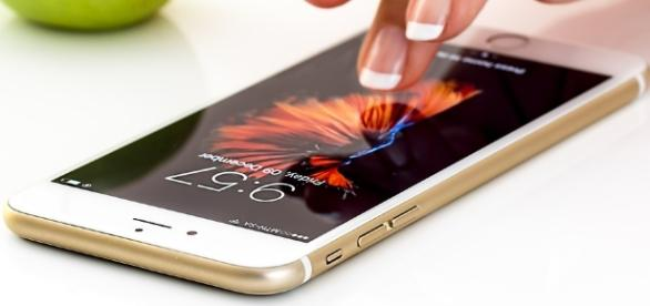 Woman finds video footage of marital rape on her husband's cellphone. [Image: Pixabay/CC0]