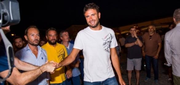 Alessandro Di Battista parla di migranti e Codice Minniti durante il tour elettorale in Sicilia