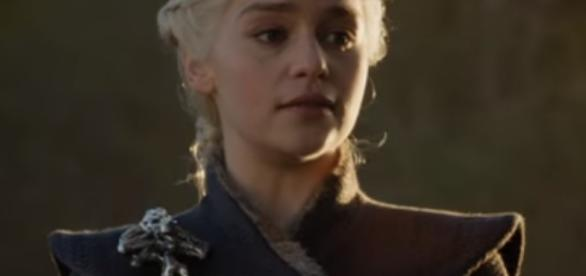 "Daenerys (Emilia Clarke) forces Lannister army to join her in ""GoT"" S07, Ep05--YouTube.com/GameofThrones"