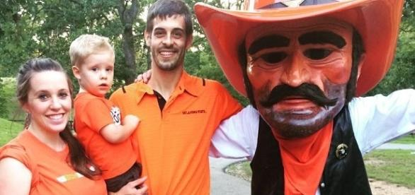 Jill Duggar, Derick Dillard with their son Israel / Photo via Jill Duggar , Instagram