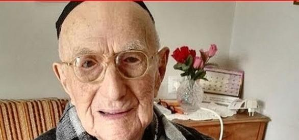 Yisrael Kristal, world's oldest man dies at 113 [Image: New 24/7/YouTube screenshot]