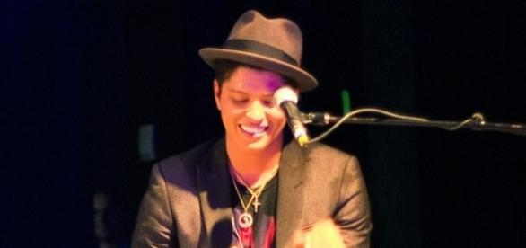 Bruno Mars / Photo via Brothers Le, Wikimedia Commons