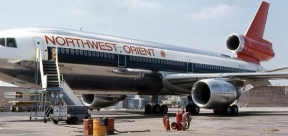 Northwest Orient McDonnell Douglas DC-10 (credit Piergiuliano Chesi – wikimediacommons)