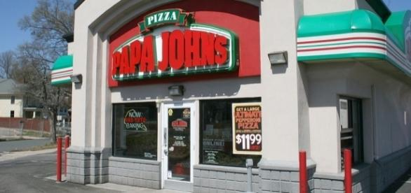 Papa John's pizza chain / Photo via Ildar Sagdejev, Wikimedia Commons