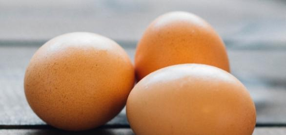 Some simple egg hacks to help you in the kitchen. (image source: Pexels/Tookapic)