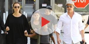 Angelina Jolie e Brad Pitt passeando com os filhos
