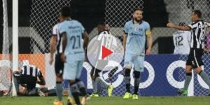 Marcelo Oliveira lamentando pênalti perdido contra o Botafogo (Foto: Zero Hora)
