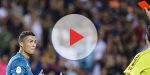 Cristiano Ronaldo foi expulso contra o Barcelona (Foto: Getty Images)