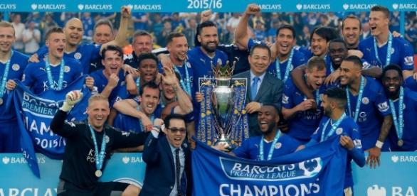 Leicester City lift Premier League trophy after 3-1 win against ... - footytube.com