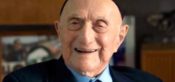 World's oldest man, Auschitz survivor Yisrael Kristal dies, aged 113 in Haifa, Israel, rip [Image via YouTube/Cities of the World]