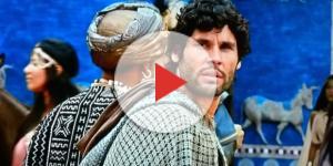 Asher deixa a Babilônia com Aksumai (Foto: Reprodução/Record TV)