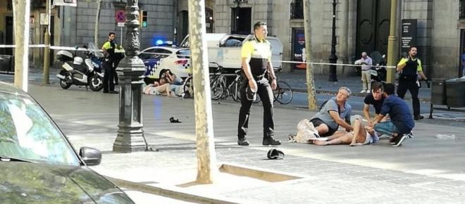 Attentato Barcellona, ci sono morti e decine di feriti