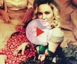 Madonna ha salutato l'Italia su Instagram e Facebook tra i pomodori