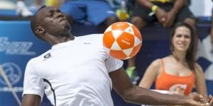 Bolt, de l'athlétisme au football ? (image via europe1.fr)