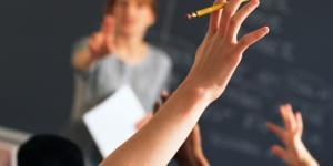 Scuola: con il rinnovo del contratto i docenti sperano di avere stipendi più in linea con i colleghi europei.