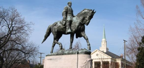 Robert E. Lee statue in Charlottesville. / from 'Wikimedia Commons' - commons.wikimedia.com