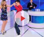 Larissa Manoela e Dudu Camargo dançando