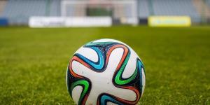 Abbonamenti Mediaset Premium e Sky pacchetto calcio stagione 2017-2018