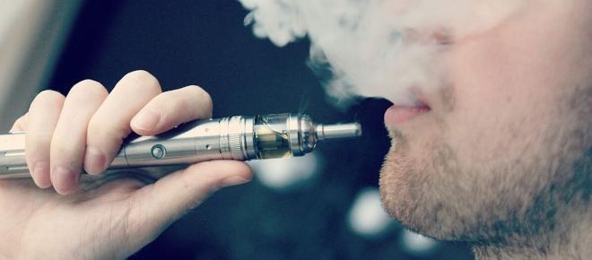 Se usi le sigarette elettroniche passerai più facilmente al tabacco
