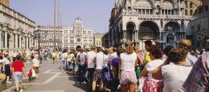 Turismo numero chiuso Venezia Cinque Terre Roma dibattito flussi ... - tgtourism.tv