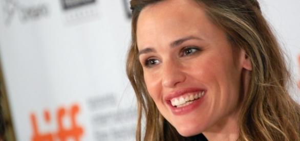Jennifer Garner spends time with Ben Affleck's mother after divorce filings. (Wikimedia/Karon Liu)
