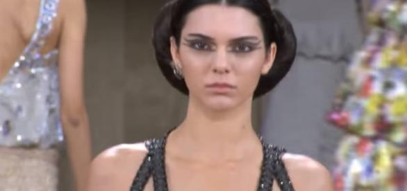 Kendall Jenner Runway 2016 - Image - Runway Collections| YouTube