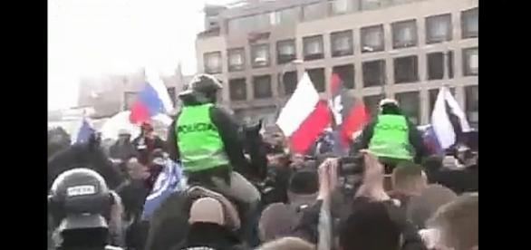Policja gromi tzw. słowackich i polskich faszystów w 2013 r. (YouTube screen)