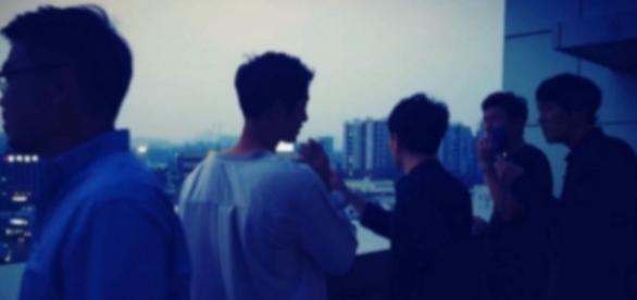 Song Joong Ki Caught Allegedly Smoking; Fans Get Worried / hellokpop / YouTube Screenshot