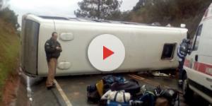 Ônibus capota e faz diversas vítimas - Google