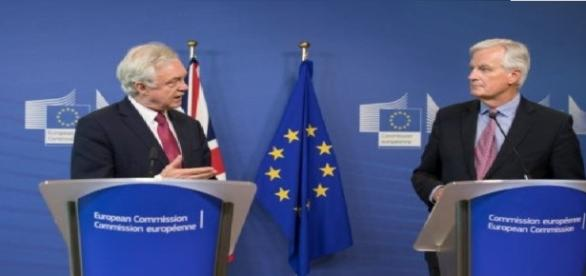 David Davis wants trade and withdrawal negotiations to coincide (arif_shamim via Flikr).