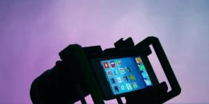 BeastGrip Lens adapter for smartphone and iPhone 5. [Image credit: Flickr]