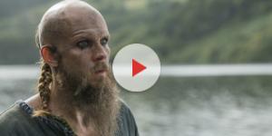 Gustaf Skarsgård interpretando a Floki en la serie Vikingos