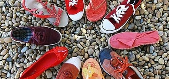 Podiatrists suggest that people should not wear the same shoes every day [Image: pixabay.com]