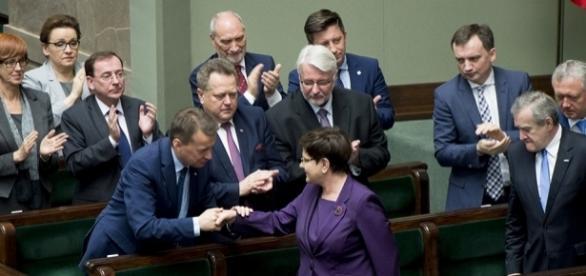 Premier Beata Szydło wraz z Radą Ministrów w Sejmie (fot. flickr.com, Public Domain Mark 1.0)