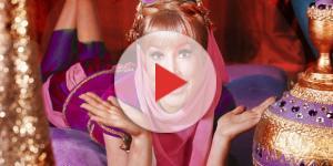 Barbara Eden na famosa garrafa da Jeannie