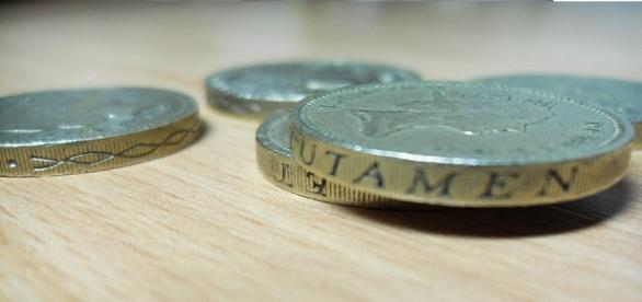 UK economy remains strong despite drop in sterling's value (Pulga Haza via Flikr).