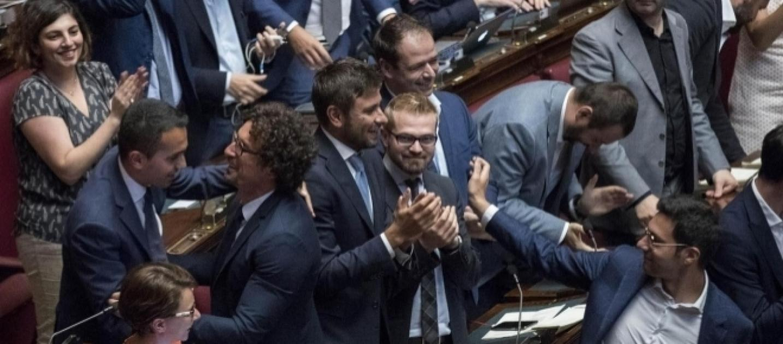Abolizione dei vitalizi il m5s torna a sfidare il pd for Camera dei senatori