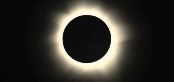 Solar eclipses are forecast accurately by NASA astronomers. [Image via Angel R. Lopez-Sanchez/YouTube]