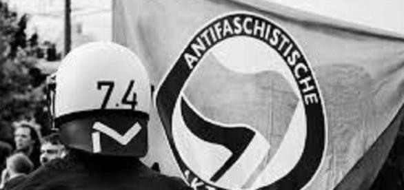 Antifa banner/Flickr/https://www.flickr.com/photos/gonzo_photo/4067870123