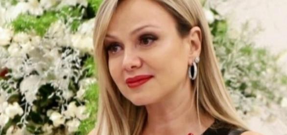 Apresentadora Eliana se afasta da TV por causa de gravidez de risco