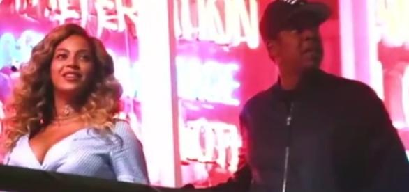 Beyonce and Jay Z spotted on a romantic date in Los Angeles on Wednesday night. Image via YouTube/ET